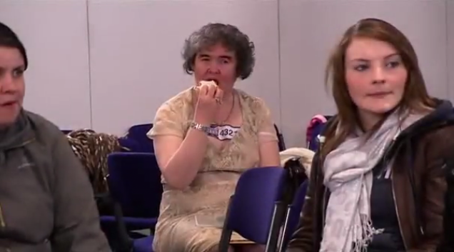 susan-boyle-eating-a-sandwich